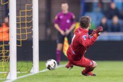 03-12-2016: Voetbal: Vitesse v PEC Zwolle: Arnhem (L-R) 2-0 door penalty van Lewis Baker of Vitesse - van der Hart van PEC - duikt in verkeerdehoek