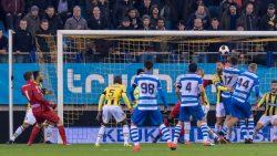 03-12-2016: Voetbal: Vitesse v PEC Zwolle: Arnhem (L-R) schot van keeper van der Hart van PEC -