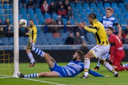 03-12-2016: Voetbal: Vitesse v PEC Zwolle: Arnhem (L-R) afgekeurd doelpunt